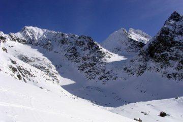 Ski touring in Mengusovska valley