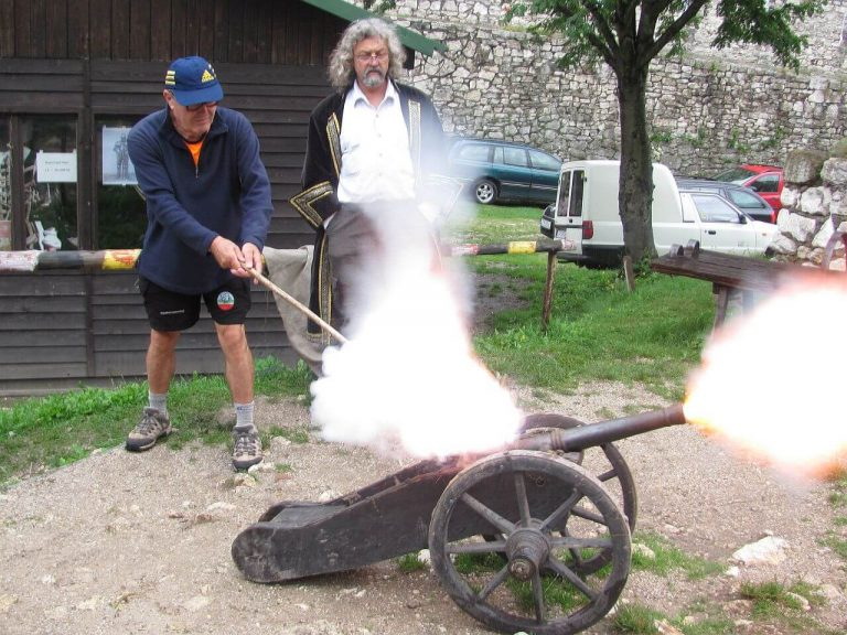 Man firing the medieval cannon at Spis castle
