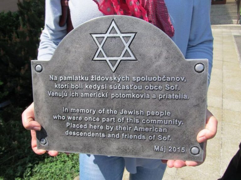 Placing the plaque in memory of the Jewish community in the village Soľ - Eastern Slovakia